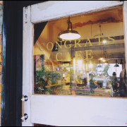 【Congrats Café⋈ 台北市大安區 捷運信義安和站】如同待在家中的舒適感,有溫度的咖啡x暗黃燈光x古董風格 :::不限時咖啡廳:::