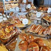 台中麵包推薦|獨家咖啡鹽可頌吃了停不下來!麵包時刻縮小版法國麵包口味超多~ - 棉花糖的天空