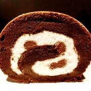 橙色食品。法芙娜巧克力蛋糕捲