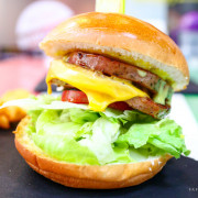 新北板橋|林斯漢堡美式餐廳|近捷運府中站多汁牛肉魚排漢堡三明治聚餐首選 - 卡夫卡愛旅行