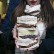鐵三角 碳烤吐司|新竹超飽滿內餡土司,一開門就大排長龍~ · 算命的說我很愛吃