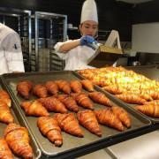 【台中美食推薦】八月堂 殿堂級可頌 百貨排隊美食 但不夠酥脆 個人不推啦!