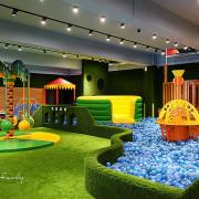 [新竹親子餐廳]從裡玩到外FUN電不停歇,大空間親子館~大房子親子成長空間║海盜船溜滑梯球池、戶外賽車、戶外大草皮、沙坑、氣墊、手作與廚藝課