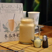 【食。桃園】佳佳牛乳大王~桃園最新美食廣場「筷食尚」最好喝滴加啦!香濃到凍未條的木瓜牛奶來拉!