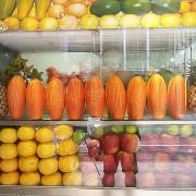 <宜蘭市美食>龍來果汁專賣店。木瓜牛奶~好喝不用排隊買