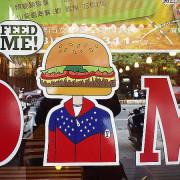 <宜蘭市美食> FEED ME 美式餐廳~巨無霸漢堡