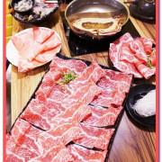 中和火鍋.超巨大肉盤加上鮮美海物令人吃爽爽──沸騰涮涮鍋