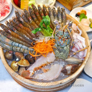 吃。台北中山《togo土狗樂市 建國總店》吃的到現流海鮮和活體水產,應有盡有的複合式火鍋超市。台北海鮮火鍋推薦