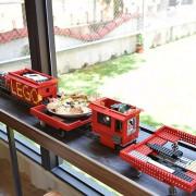 龍潭超夯的樂高親子主題餐廳來啦,點飛鏢披薩還可以用樂高火車送到你旁邊