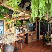 【竹北咖啡廳】花院子 - 輕食 咖啡 下午茶 / 花草庭園餐廳 / 客家學院旁 / 文青建築