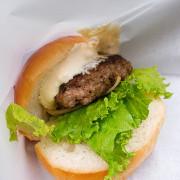 """(胖樺食記)捷運信義安和站推薦美食""""Wagyu Burger""""/台北大安區爆漿噴汁日本和牛漢堡180元/生酮漢堡可外帶/完整菜單"""