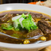 高雄前鎮︱福記陽春麵 藏於巷弄間的濃郁好吃紅燒牛肉麵!