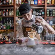 [台北信義]信義區酒吧推薦,享受調酒的美學,浮誇系特製調酒!Odin Bistro 信義放感情 - 大手牽小手。玩樂趣