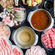 高雄左營|九勺涮涮鍋-擁有多種火鍋湯底與小資套餐可選擇