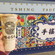 清水茶香|清水25年老字號茶飲店進駐台中一中街,復古花磚手搖飲讓人為之瘋狂!春節慶,買飲品送紅包袋~