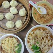 吃。高雄|岡山區。來自眷村的美食,已經傳承40幾年,很特殊小籠包的口感「馮家市場麵」。