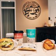 [新北新莊區]美食提案X YOLOS CAFE新莊後港店 ∥近捷運丹鳳站高CP平價人氣必點起司牛肉可頌手沖咖啡文青風格咖啡廳 ∥