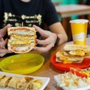 跳躍的宅男 - [花蓮美食]多士號-招牌肉蛋吐司真好吃  早上7點就吃得到 全天候提供外送服務 還有嫩煎辣雞總匯 鐵板麵 蛋餅  花蓮早餐推薦