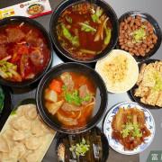 吃。台南|東區。超過30年知名牛肉麵店,東區富農街分店,濃郁紅燒湯頭,大塊牛腱心部位「鴻源金好吃牛肉麵-富農店」。