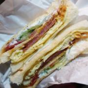 【基隆】深夜營業碳烤三明治 半夜人潮依舊多 火腿蛋三明治冷掉也好吃