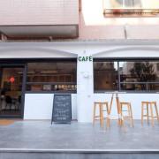 台中西屯│Cafe Listen咖啡聽-用咖啡記住生活的熱情,門口很好拍的白色系咖啡店 - 藍色起士的美食主義