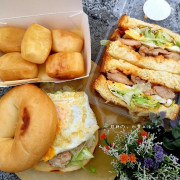 【台中】吸睛的白色餐車参食 SUN FOOD★停在路邊販售著現場製作的美味早餐★泰式雞腿丹麥值得推薦