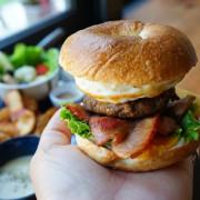 跳躍的宅男 - [花蓮早午餐]黑羽貝果-這間貝果外層像是法國麵包般酥脆!! 加上太陽蛋漢堡肉也太好吃了吧  花蓮美食推薦