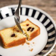 水母吃乳酪磅蛋糕.吃不膩的柚香莓果乳酪磅蛋糕.台中伴手禮推薦