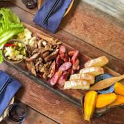 嘉義阿里山・景觀餐廳 HANA廚房 阿里山私房景點,融合了南非佳餚、原住民部落料理,環繞在綠樹青山中,真的是藏在阿里山中的美味料理