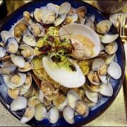 台中義大利麵一中特色餐廳。村口微光。文青復古裝潢美翻天!蛤蜊控必點爆量巨蛤蛤蜊花義大利麵@商妮吃喝遊樂