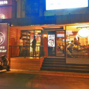 【超過300款世界精釀啤酒搭配日式居酒屋美食】獨特的日式與西式酒吧風格結合,創造出不一樣的美食文化,讓人一吃都難以忘懷的獨特美味,絕對值得推薦~!