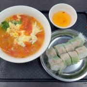 (南門中繼市場新開張) 美食廣場2樓《桂芬家》--- 蕃茄河粉與越南春捲,新鮮美味份量足!