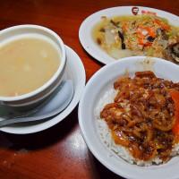 台北市美食 攤販 台式小吃 鬍鬚張魯肉飯(忠孝新生店) 照片