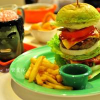 台中市美食 餐廳 速食 漢堡、炸雞速食店 異想空間公仔主題咖啡 照片