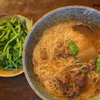 台北市美食 餐廳 中式料理 小吃 何家排骨酥、筒仔米糕 照片
