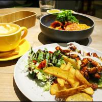台北市美食 餐廳 異國料理 多國料理 Fabrica 椅子咖啡 照片