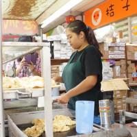 桃園市美食 攤販 台式小吃 統領百貨旁的蔥抓餅 照片
