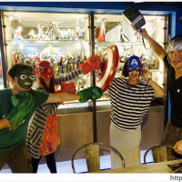 台中市美食 餐廳 異國料理 日式料理 [台中美食●北區] 張燈結廬串燒店 — 玩具迷注意!!!不一樣的串燒店♪英雄主題餐廳、電競賽事直播、各式調酒、打鏢機 照片