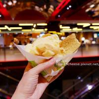 台中市美食 餐廳 烘焙 麵包坊 世界第二好吃的現烤冰淇淋菠蘿麵包(台中新光三越店) 照片