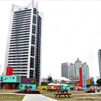 高雄市休閒旅遊 景點 藝文中心 集盒 KUBI彩色貨櫃 照片