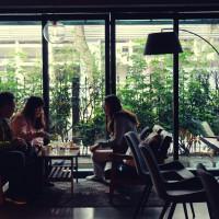 跳躍的宅男 - [台北大安區咖啡廳推薦]Uranium Cafe 鈾咖啡-設計美感悠閒空間  地下室獨立空間如高質感俱樂部 不限時有插座工作咖啡廳 忠孝復興咖啡廳推薦