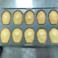 ♚小當家女孩♚易烘焙DIY EZbaking新竹店。橙皮瑪德蓮。親子烘焙DIY。就算零廚藝,也可以做出美味的甜心糕點
