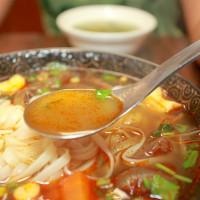 吃。台南 東區。巷弄傳美食,新店報報,很有實力的越南美食「戀戀河粉」。
