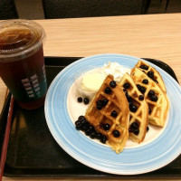【美食】台中南區。丹堤咖啡(Dante Coffee)新品嘗鮮~黑珍珠的魅惑饗宴。甜點消暑在丹堤。珍珠鬆餅、英式珍珠鮮奶茶