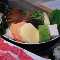 【國父紀念館火鍋】雞湯大叔:東區平價火鍋,49元起的肉品海鮮,美味雞湯湯底太好吃