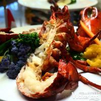不要以為加拿大只有風景美!板橋凱撒大飯店限期推出「加拿大美食節」,微笑主廚昆汀要用「加拿大美食」讓你重新認識加拿大。