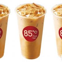 挑戰最強連假小確幸!85ºC祭出大冰拿「第二杯10元」優惠活動,再推甜點控必吃「提拉米蘇季」。