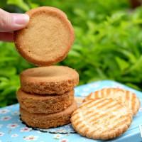 堪稱餅乾控一生必吃經典「布列塔尼酥餅」來了!法國最高人氣伴手禮「La trinitaine」快閃登台,三大法式經典餅乾通通都吃的到。