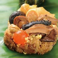 人氣話題「紅藜牛肝菌粽」!台北神旺潮品集推出新品「紅藜牛肝菌粽」、「鐵觀音咖哩雞粽」,要用完美混搭風征服老饕挑剔的嘴。