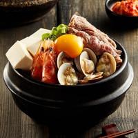 南港人開吃了!高CP值豆腐煲專門店「涓豆腐」進駐南港車站,小菜吃到飽再加碼開幕限定99元加價購優惠。